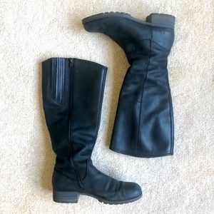 Clarks Women's Boots Size 7.5 mate black solid
